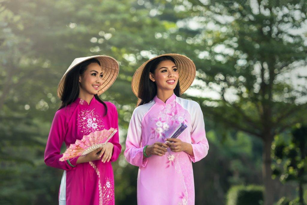 vietnam ladies wearing non la